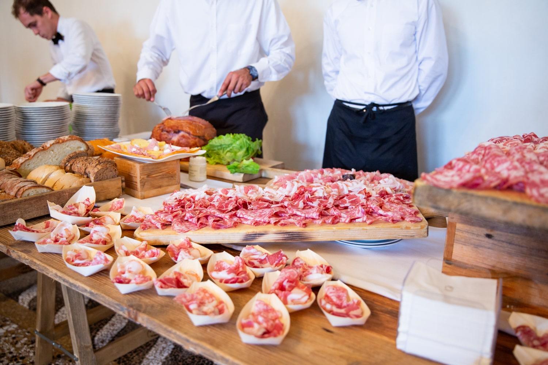 Antipasti a base di affettati locali. Servizi, catering per eventi e matrimoni, Fa Eventi, Vicenza, Veneto.